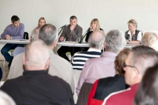 The Mayor Javier Carnero meets with Finnish residents of Benalmadena