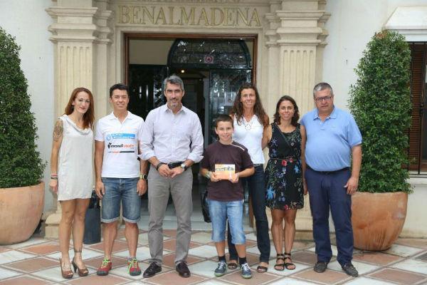 El Alcalde Víctor Navas y el Concejal de Deportes reciben a las deportistas del Club Alpino de Benalmádena, campeonas de España de carreras por montañas