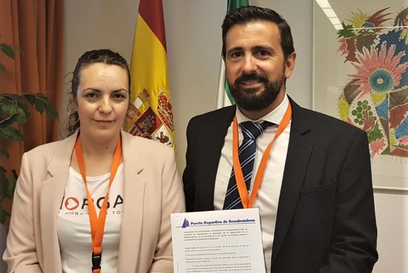 LA CONCEJALA ENCARNACIÓN CORTES DEFIENDE MANTENER LA GESTIÓN MUNICIPAL DEL PUERTO DEPORTIVO ANTE EL PARLAMENTO ANDALUZ