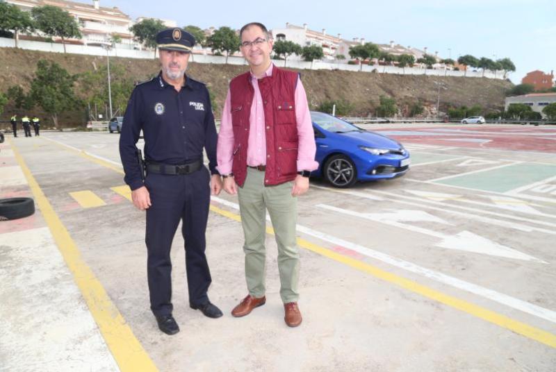 AGENTES DE LA POLICÍA LOCAL PARTICIPAN EN UN CURSO DE CONDUCCIÓN HÍBRIDA