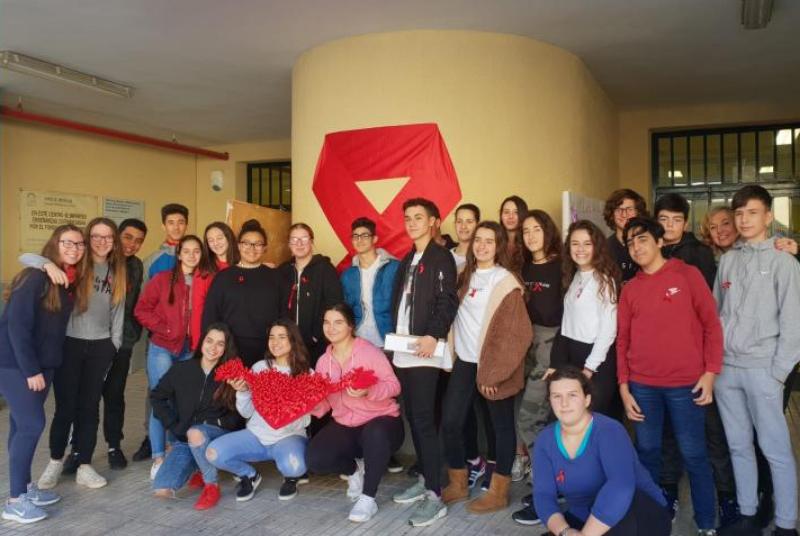 Los alumnos del IES Cerro del Viento participan en la conmemoración del Día Mundial de la Lucha Contra el Sida.