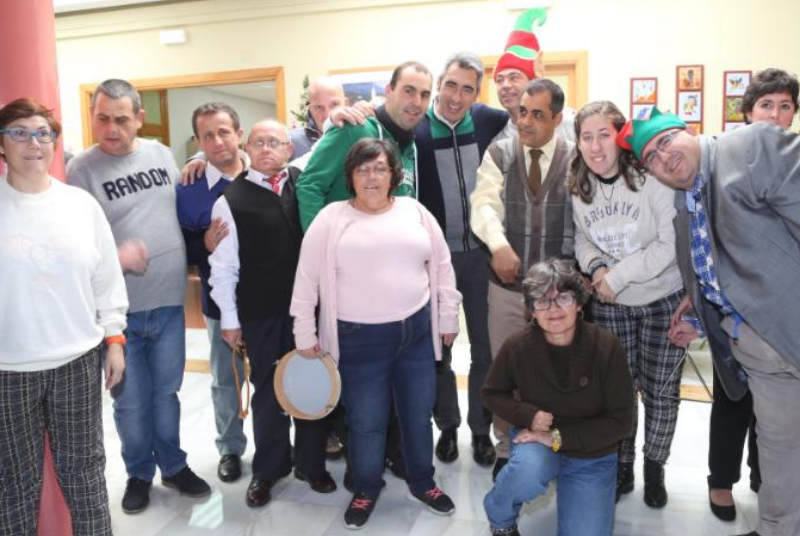 El Alcalde Víctor Navas participa en la fiesta de navidad del Centro Ocupacional.
