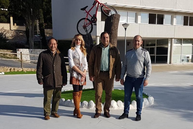 Los trabajadores del Plan de Empleo 'Embellece Benalmádena' finalizan los trabajos de embellecimiento y adaptación del edificio Innova.