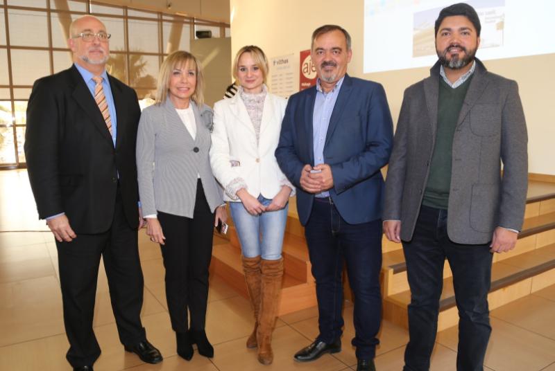 Los Concejales Bernardo Jiménez y Beatriz Olmedo participan en la mesa de turismo de AJE Málaga.