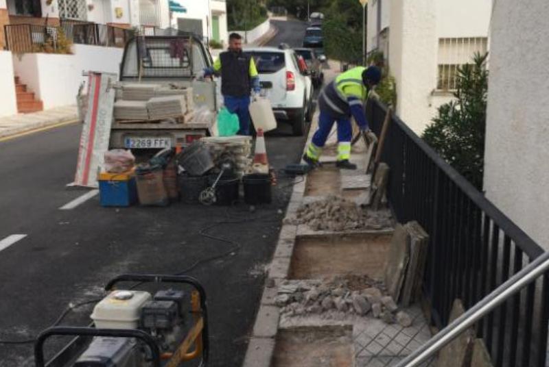 Servicios Operativos continua con su plan de mejoras por barriadas en calle Vencejo.