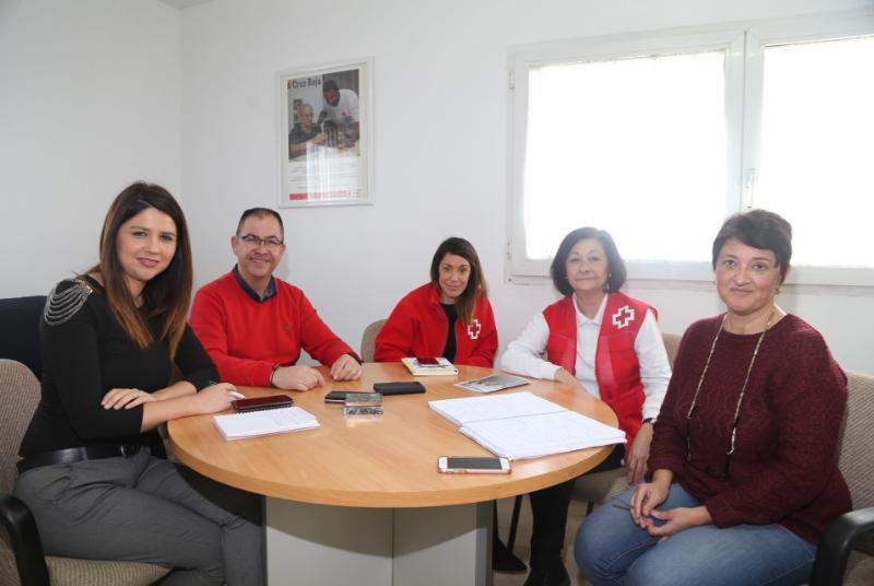 Cruz Roja organiza una jornada de sensibilización sobre la inmigración orientada a los mayores.