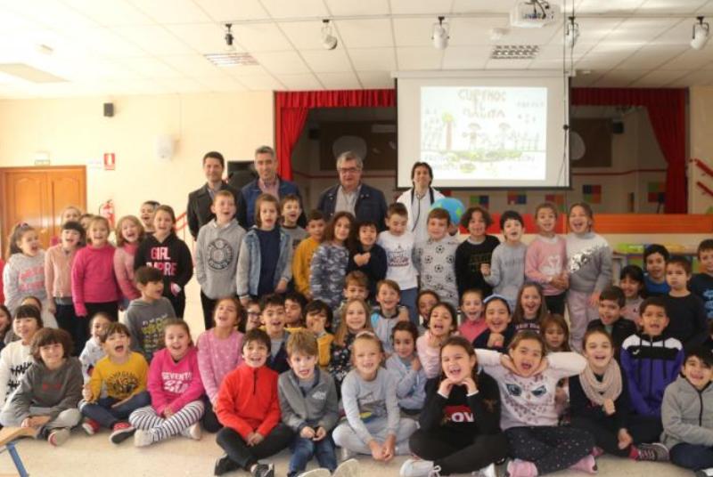 El Ayuntamiento pone en marcha la campaña de educación ambiental en los colegios 'Curemos Al Planeta'.