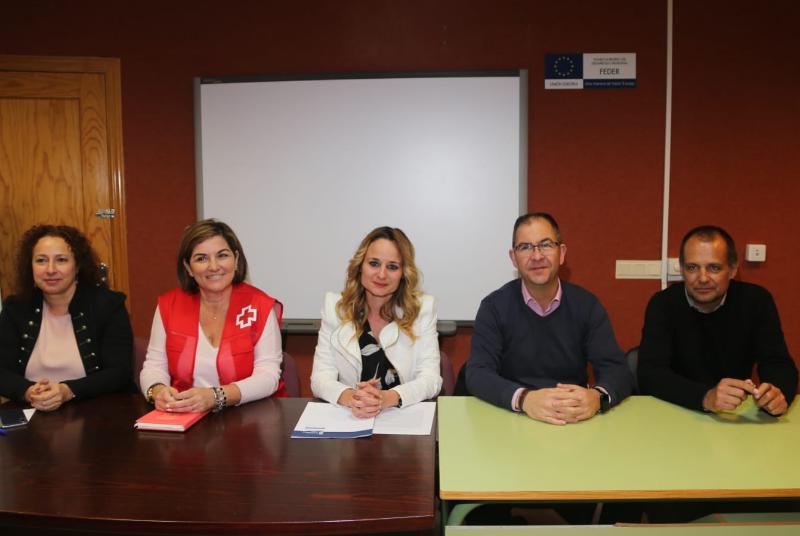 Alumnos de la Escuela-Taller 'Benalmádena senderos y servicios' reciben charlas informativas en materia de prevención