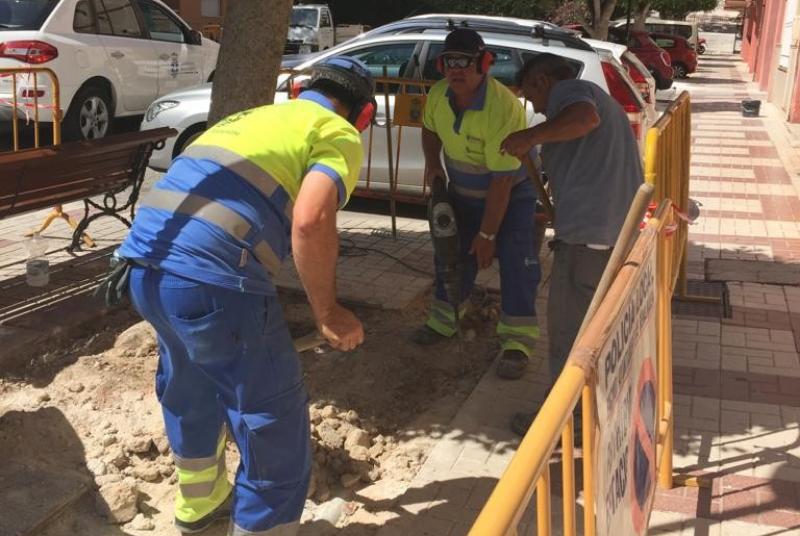 SERVICIOS OPERATIVOS CONTINÚAN SU PLAN DE MEJORAS CON ACTUACIONES EN CALLE HIGUERA