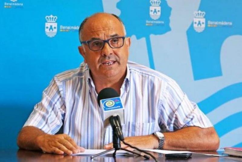 SERVICIOS OPERATIVOS ACOMENTEN MEJORAS EN LAS CALLES CHESTER Y DE MONÓVAR EN ARROYO DE LA MIEL