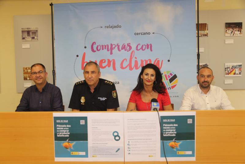 Policía Nacional, ACEB y Ayuntamiento presentan una guía de alerta sobre las consecuencias de comprar productos falsificados.