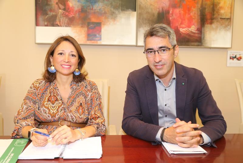 EL ALCALDE Y LA DELEGADA DEL GOBIERNO ANDALUZ SE COMPROMETEN A POTENCIAR LA COLABORACIÓN INSTITUCIONAL PARA IMPULSAR NUEVAS INFRAESTRUCTURAS EDUCATIVAS Y SANITARIAS