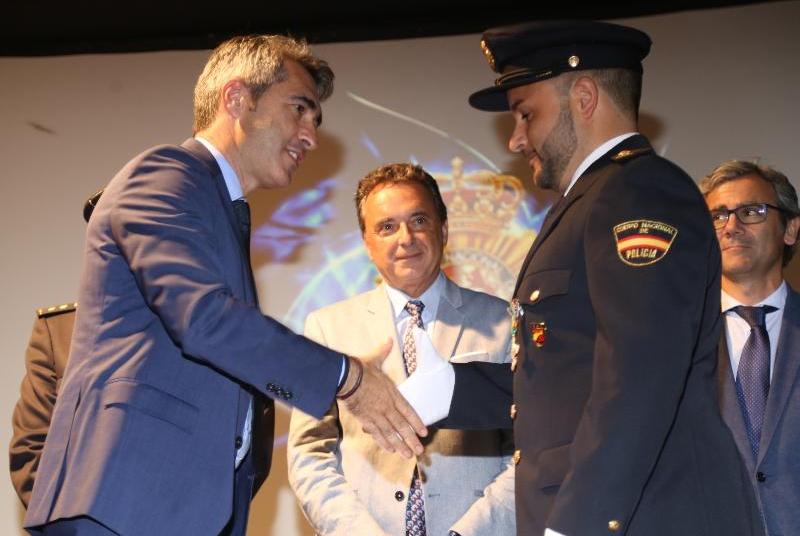 EL ALCALDE VÍCTOR NAVAS Y EL CONCEJAL JAVIER MARÍN PARTICIPAN EN EL ACTO INSTITUCIONAL DEL DÍA DE LA POLICÍA NACIONAL