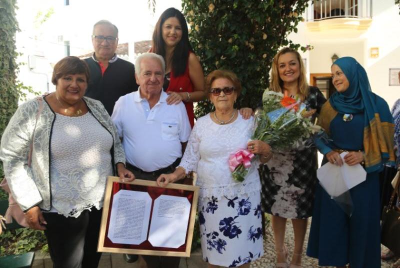 FAMILIARES Y SOCIOS DEL CENTRO SILVESTRE GONZÁLEZ RINDEN HOMENAJE A SOLEDAD NÚÑEZ LÓPEZ
