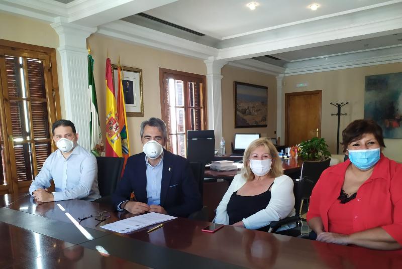 EL AYUNTAMIENTO SUSCRIBE UN CONVENIO CON AFESOL PARA LA VIGILANCIA DE LAS PARCELAS PÚBLICAS DE ESTACIONAMIENTO