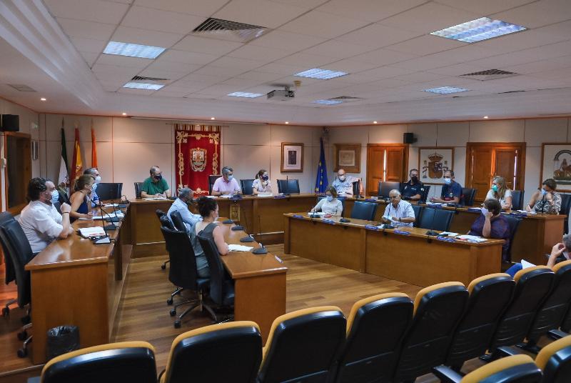 EL AYUNTAMIENTO CELEBRA UNA MESA POLÍTICA PARA ABORDAR LA PROBLEMÁTICA DEL COMPLEJO HOTELERO DE LOS TRES PINTORES