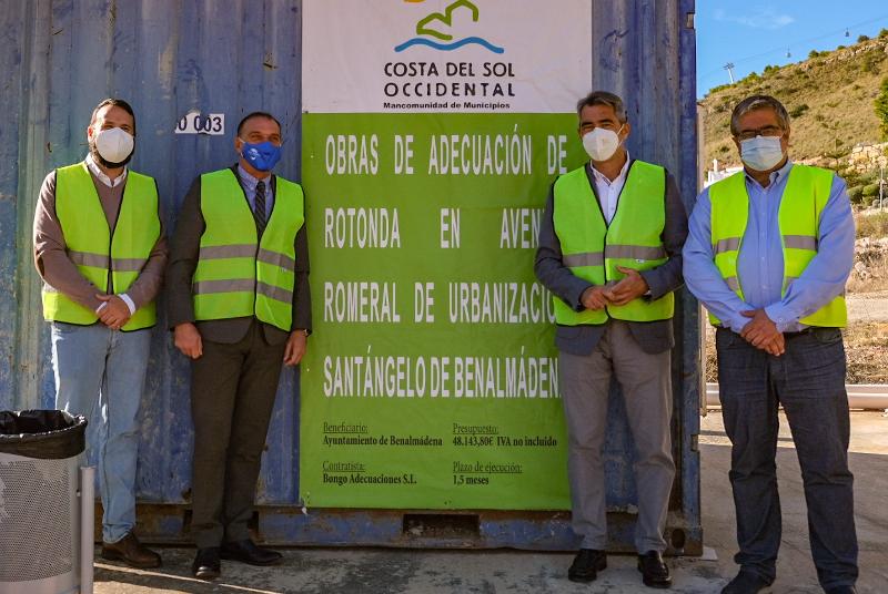 EL ALCALDE Y EL PRESIDENTE DE LA MANCOMUNIDAD VISITAN LAS OBRAS DE MEJORA DE LA GLORIETA DE ACCESO A SANTANGELO