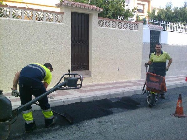 Servicios Operativos culmina su programa de 'Reparcheo' en las calles de Benalmádena