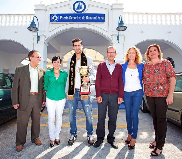 Francisco Salido recibe al nuevo Mister Universo, Carlos Maturana, en el Puerto Deportivo