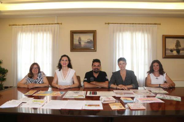 La Concejala Ana Schermam presenta las actividades del Edificio Innova para este verano.