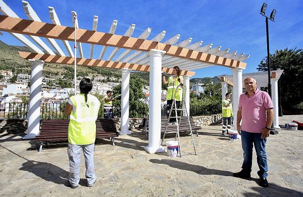 Servicios Operativos acomete actuaciones de mejora y embellecimiento en el entorno de los Jardines del Muro