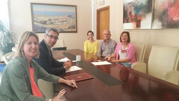El Equipo de Gobierno reafirma su compromiso con colectivos eliminando el canon anual que Afab debía abonar por sus terrenos para su centro de alzheimer.