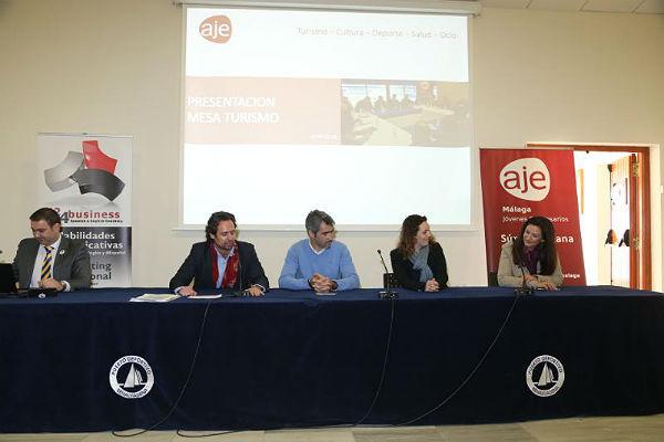 La Asociación de Jóvenes Empresarios de Málaga celebran en Benalmádena su mesa de trabajo sobre ocio, turismo, cultura y deporte