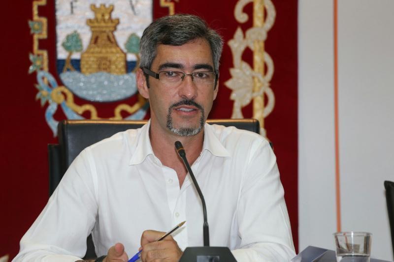 El Alcalde agradece 'la rapidez y eficiencia' en la retirada de la estructura varada en la Playa de Benalnatura