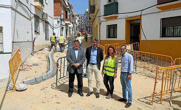 Benalmádena avanza en la peatonalización del centro urbano de Arroyo de la Miel con las obras de mejora de Calle Velarde
