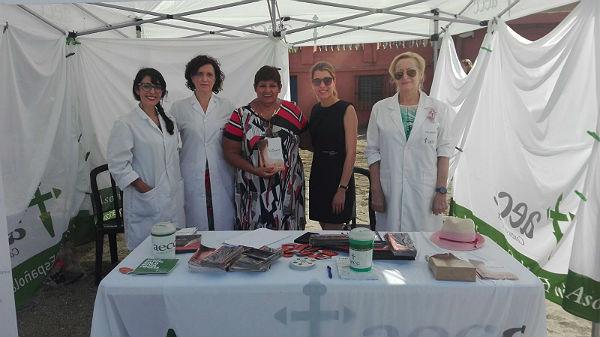 La Concejala de Sanidad visita la carpa intinerante de la campaña 'Cómo Protegerse del Sol Adecuadamente' impulsada por la Asociación Española Contra el Cáncer