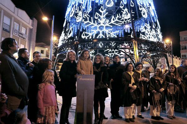 Centenares de benalmadenses asisten a la inauguración del alumbrado navideño en los tres núcleos del municipio