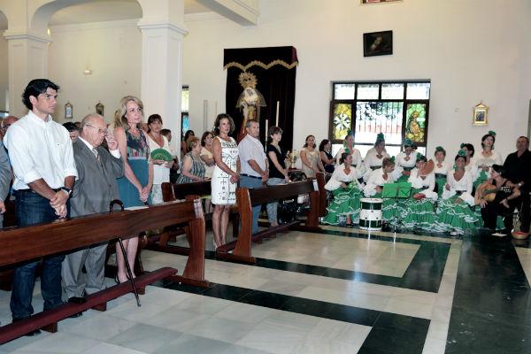 La alcaldesa acompaña a la Peña Virgen de la Cruz en la celebración de su 26 aniversario