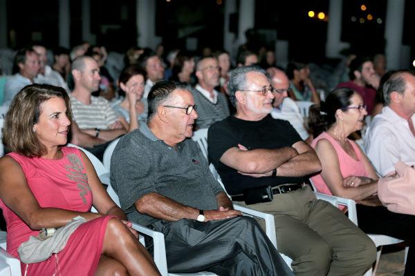 El recinto ferial de 'Los Nadales' albergó la apertura del Festival de Teatro de Benalmádena