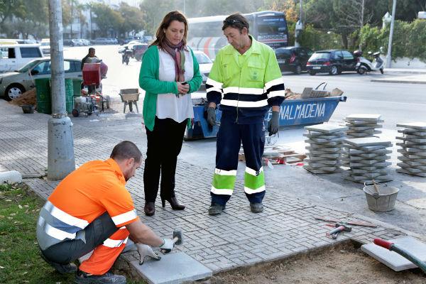 Vías y Obras concluye el arreglo del acerado de la avenida García Lorca