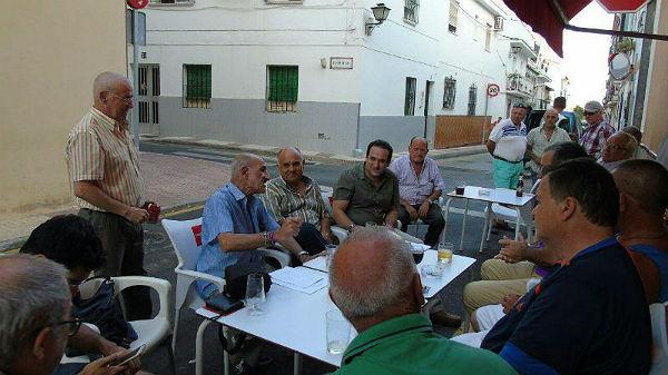 Representantes municipales asisten al acto de constitución de la Asociación de Vecinos de Carranque