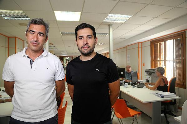 El alcalde Víctor Navas y el edil de nuevas tecnologías, Juan Ramón Hernández, presentan la nueva Oficina de Atención Al Ciudadano