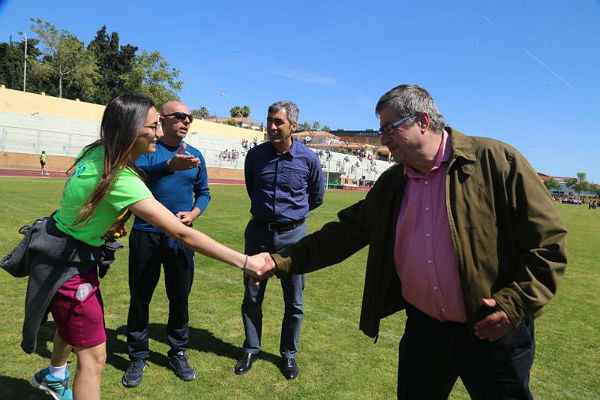 El Alcalde Víctor Navas y el Concejal Joaquín Villazón visitan las Terceras Jornadas Escolares de Atletismo