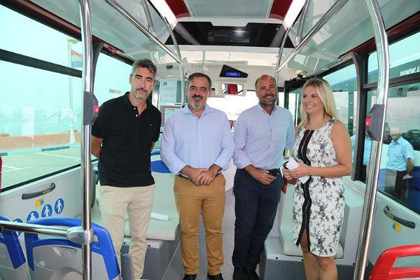 El Ayuntamiento de Benalmádena renueva los dos autobuses que cubren la línea L-103