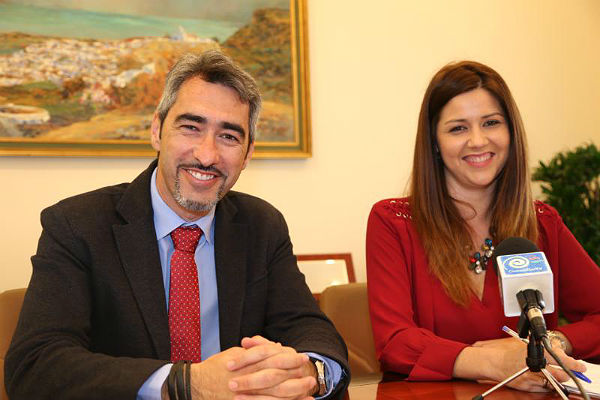 El Alcalde y la Concejala Irene Díaz informan sobre el inicio de la concesión de ayudas económicas familiares