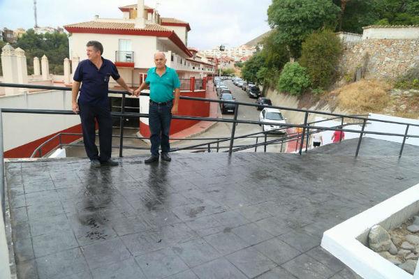 Servicios Operativos elimina una barrera arquitectónica en el acceso al recinto ferial de los Nadales de calle Dalia