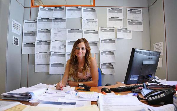 La Concejala de Empleo, Beatriz Olmedo, informa sobre el retroceso del paro en Benalmádena, con cerca de mil desempleados menos que en mayo de 2016