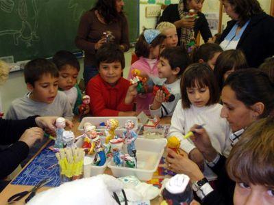 Alumnos colaboran en el belén municipal