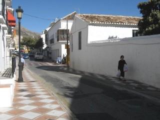 Reabre al tráfico la Avda. Juan Luis Peralta, en Benalmádena pueblo