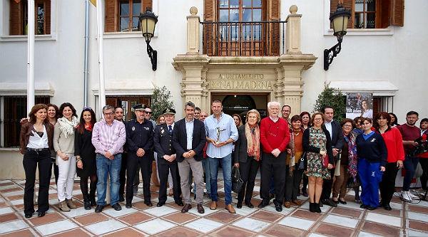 El ayuntamiento entrega a Gilberto Morales la distinción de 'Benalmadense del año 2017'