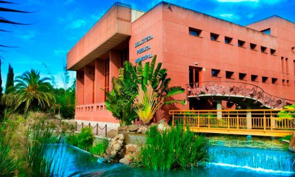 Servicios Operativos acometen trabajos de mejora en la Biblioteca de Arroyo de la Miel