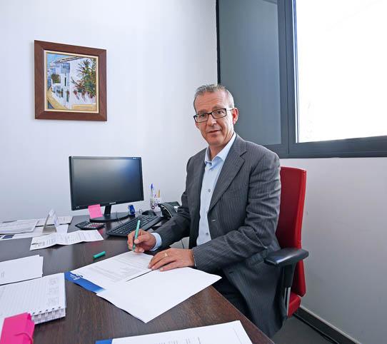 Francisco Salido informa sobre la bonificación de hasta un 100% de la empresa 'Teleasistencia'