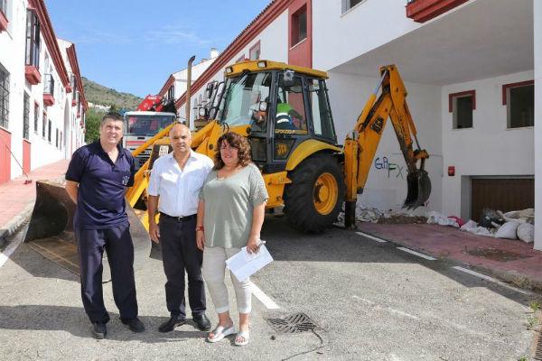 Servicios Operativos atiende la demanda de los vecinos para limpiar y desbrozar las obras abandonadas de la Calle Tajea