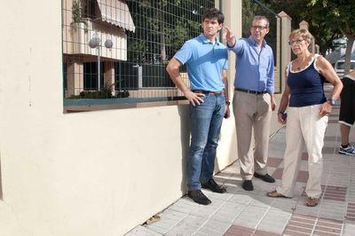 El Ayuntamiento acomete la reparación del acerado y asfaltado de calle Jilguero.