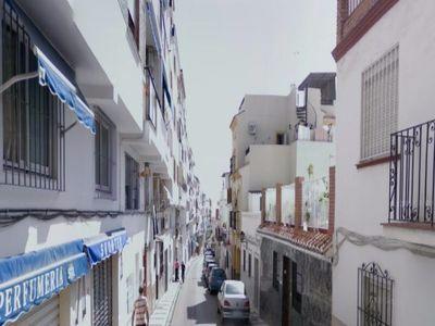 El Ayuntamiento Continua su Plan de Mejora en la Calle Velarde.