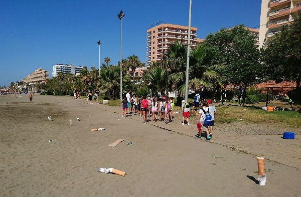 Benalmádena lanza una campaña innovadora para concienciar sobre la limpieza de las playas.